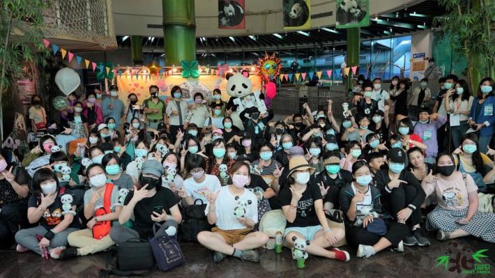營隊活動的方式,邀請近百位粉絲舉辦「圓仔7歲生日-圓粉慶生派對暨記者會」.JPG