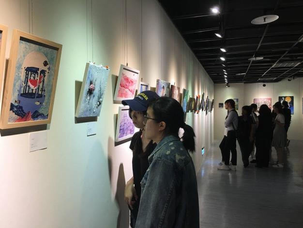 「凡妮莎DER夜生活」四校學生聯展,展出各類平面及立體繪畫作品約80件