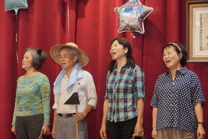 照片4-由陽明教養院家長及退休人員組成的陽明歌詠團魅力開唱。.JPG