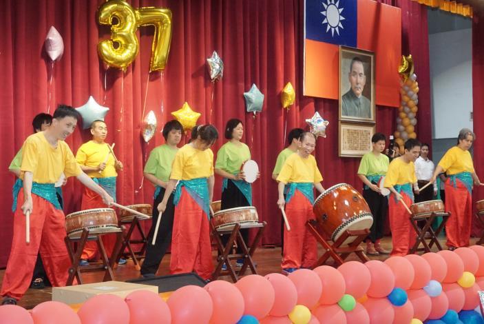 照片1-院慶活動在陽明寶貝太鼓隊振奮人心的鼓聲中揭開序幕。.JPG
