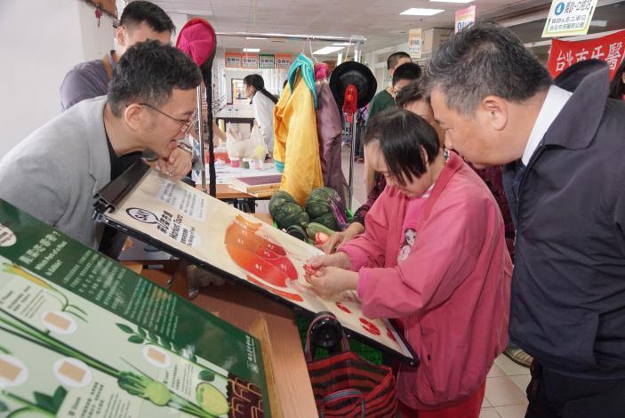 照片10-與臺博館合作的教育攤位,讓寶貝們在開心享受園遊會的同時,也能吸取新知、增加知識。.JPG