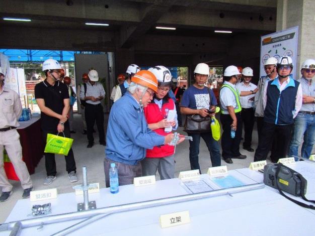 12賴局長參觀符合國家標準CNS 4750施工架各部分材料[開啟新連結]