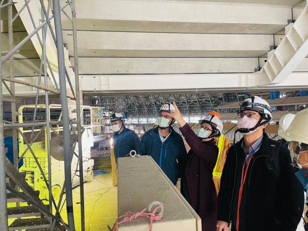 圖說三:北市勞動局長陳信瑜(右二)18日突擊檢查臺北大巨蛋,針對各工程設備的安全多加叮嚀