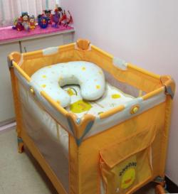 嬰兒床(可供換尿布使用)[開啟新連結]