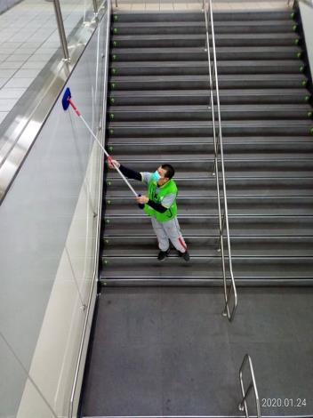 台北市捷運消毒相片2