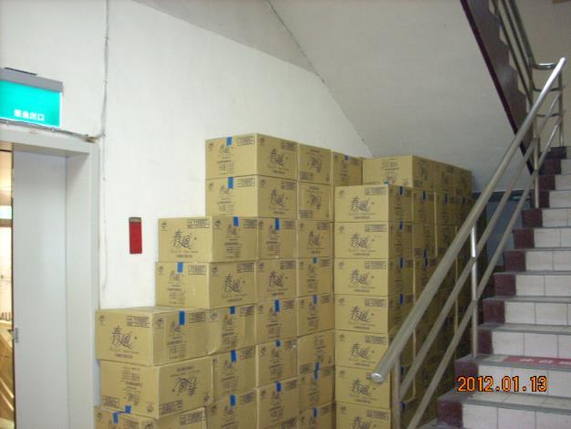 微風場站安全梯堆積雜物1[開啟新連結]