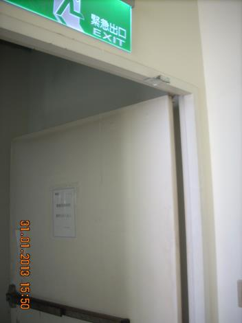 「ATT信義店」5樓防火門門弓器拆除[開啟新連結]