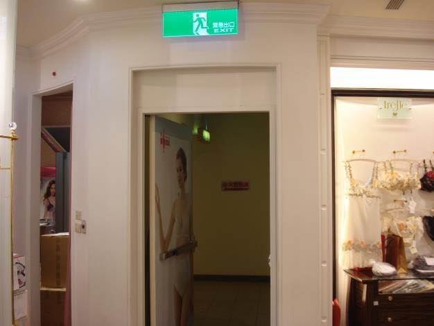 防火門前設櫃改善後照片