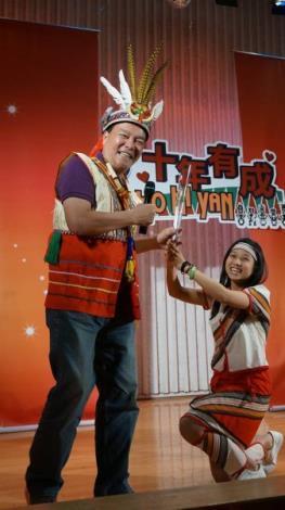 晉級者王俐今(右)與導師李明德(左)