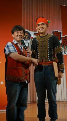 晉級者康源晉(右)與導師排灣小蔡(左)