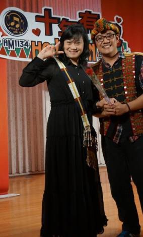 晉級者季稏夫正若(右)與導師小茉莉(左)