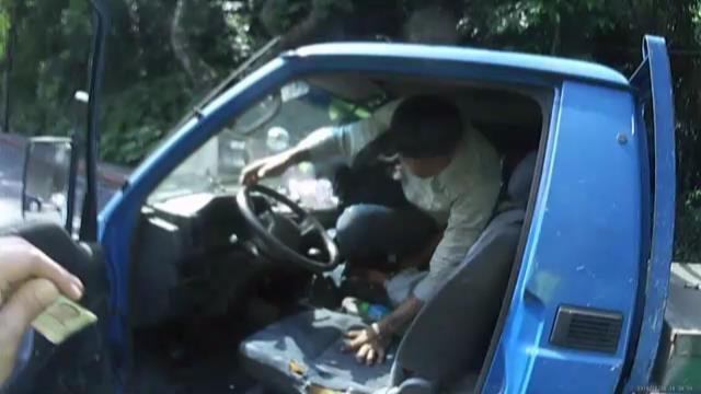 通緝男子遇警盤查,竟想搶車逃逸,遭勇警逮移送