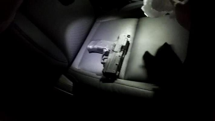 預防犯罪、查處非法,北市保大積極執勤,深夜查獲手槍1枝