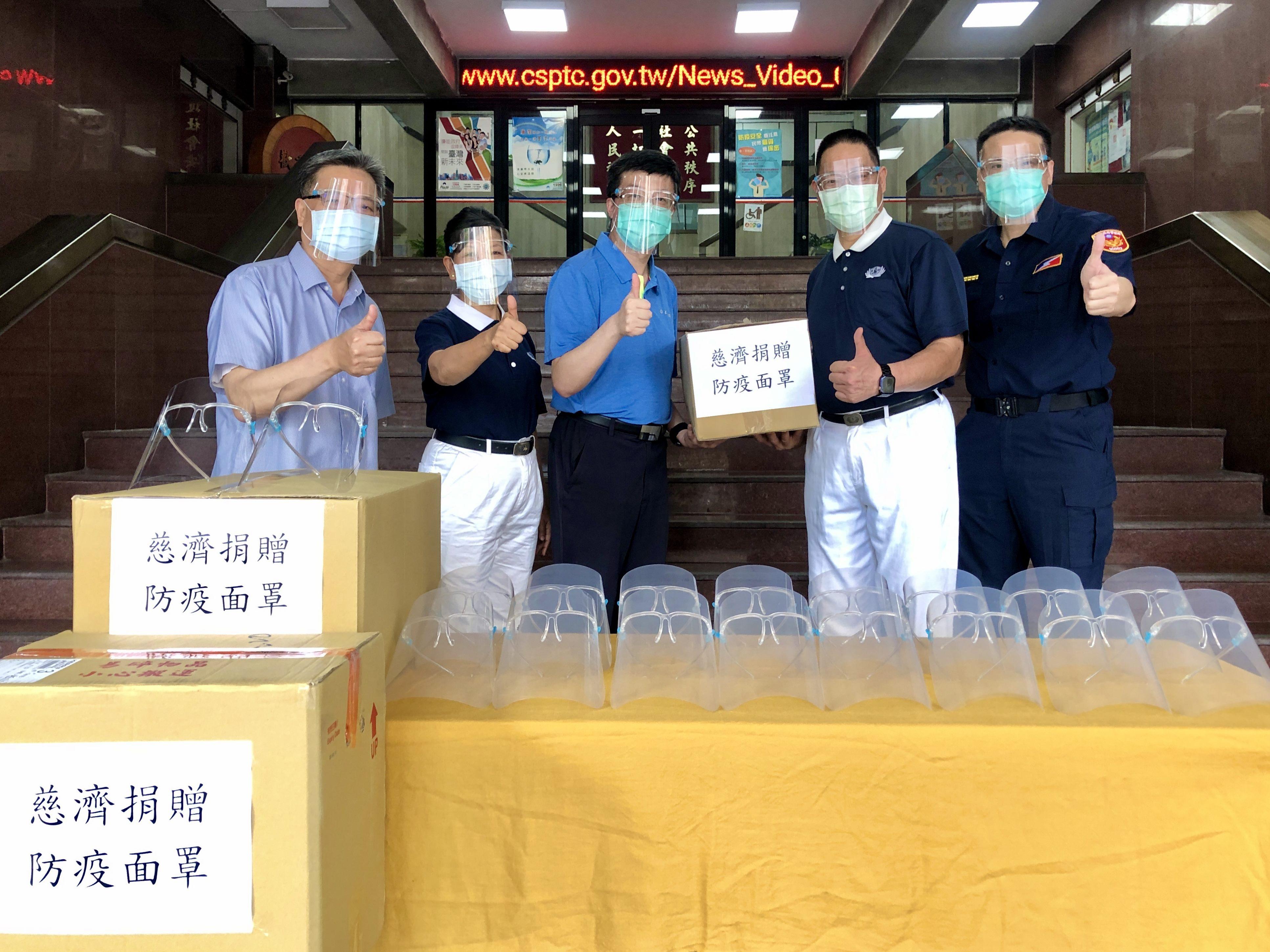 照片3-齊心抗疫 慈濟基金會再次捐贈保大警「防疫面罩」(JPG)