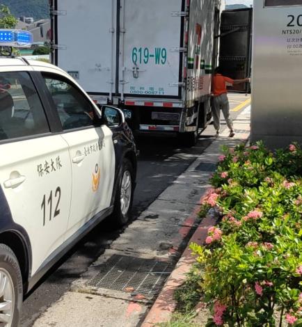 照片1-保安警察大隊協助實體五倍券運送安全維護。(png)