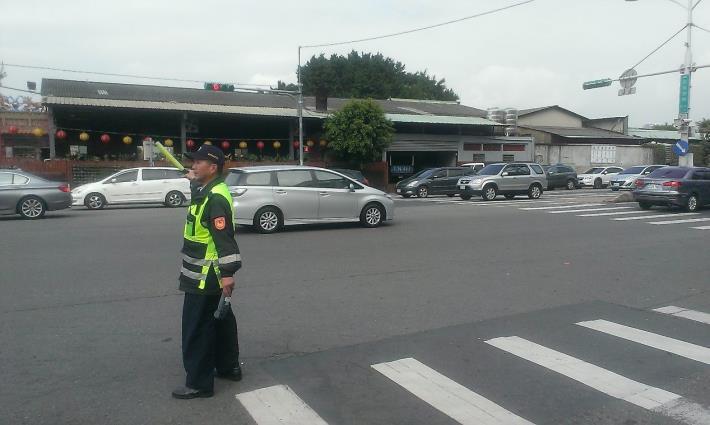 中山分局員警加強周邊道路疏導,維持交通順暢[開啟新連結]