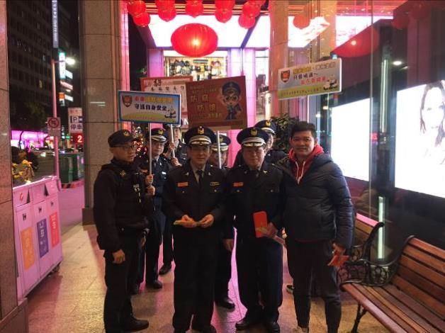 副市長齊呼「警察護平安!」,宣導犯罪預防過好年4
