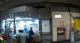 員警趕赴捷運站發現老翁站在服務站前