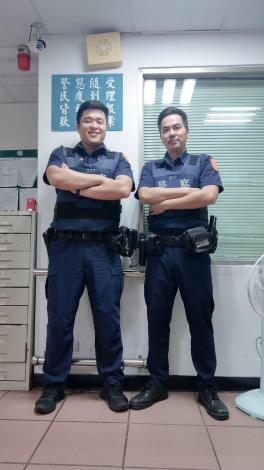 處理員警廖翊甫(左)、林柏鈞(右)