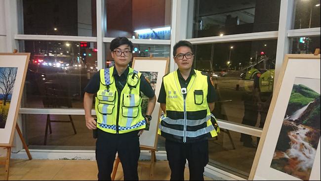 警員楊恆(左)及洪明廸(右)