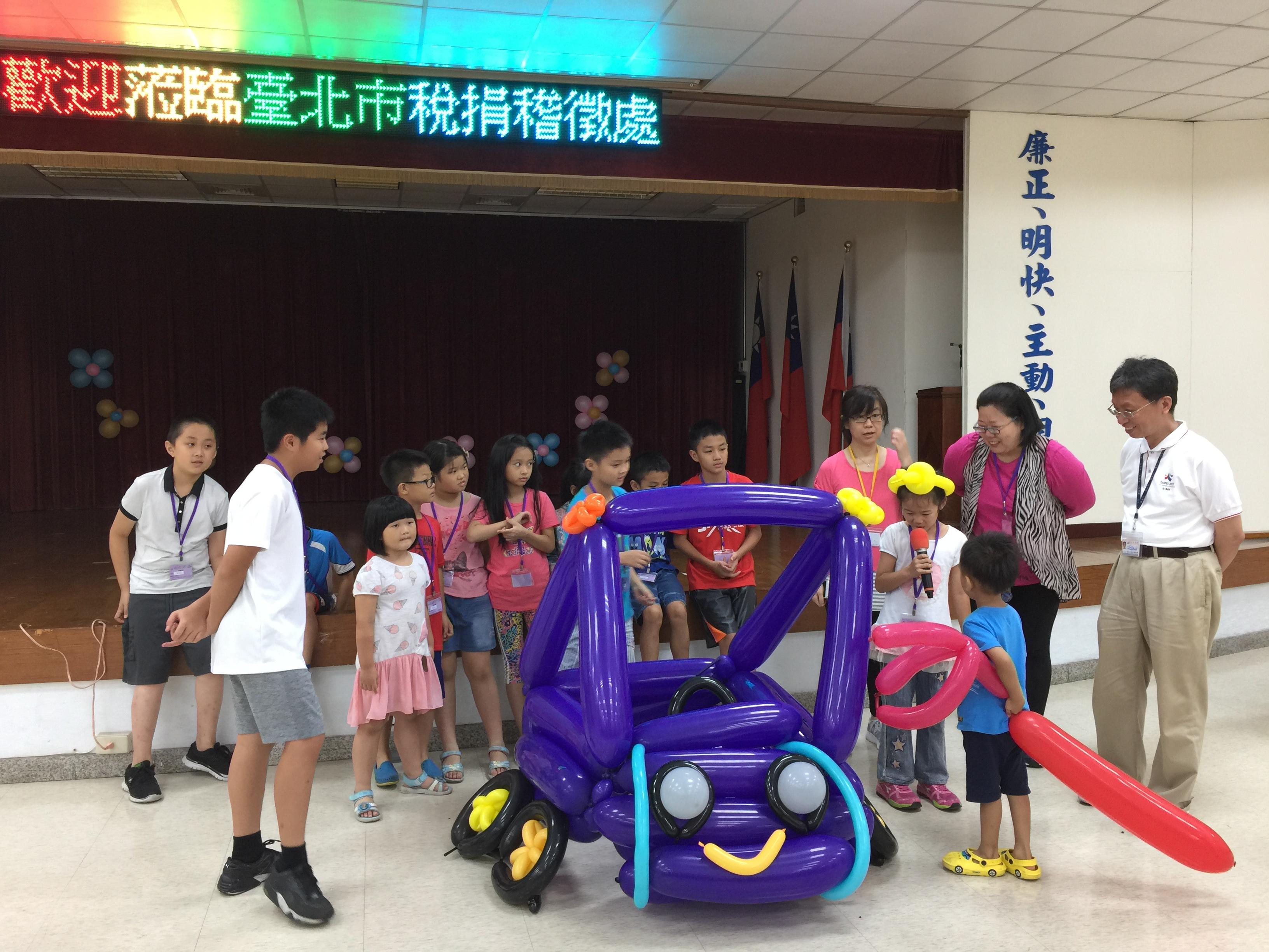 106Fun租稅Fun氣球活動照片24紫隊學員說明創作理念