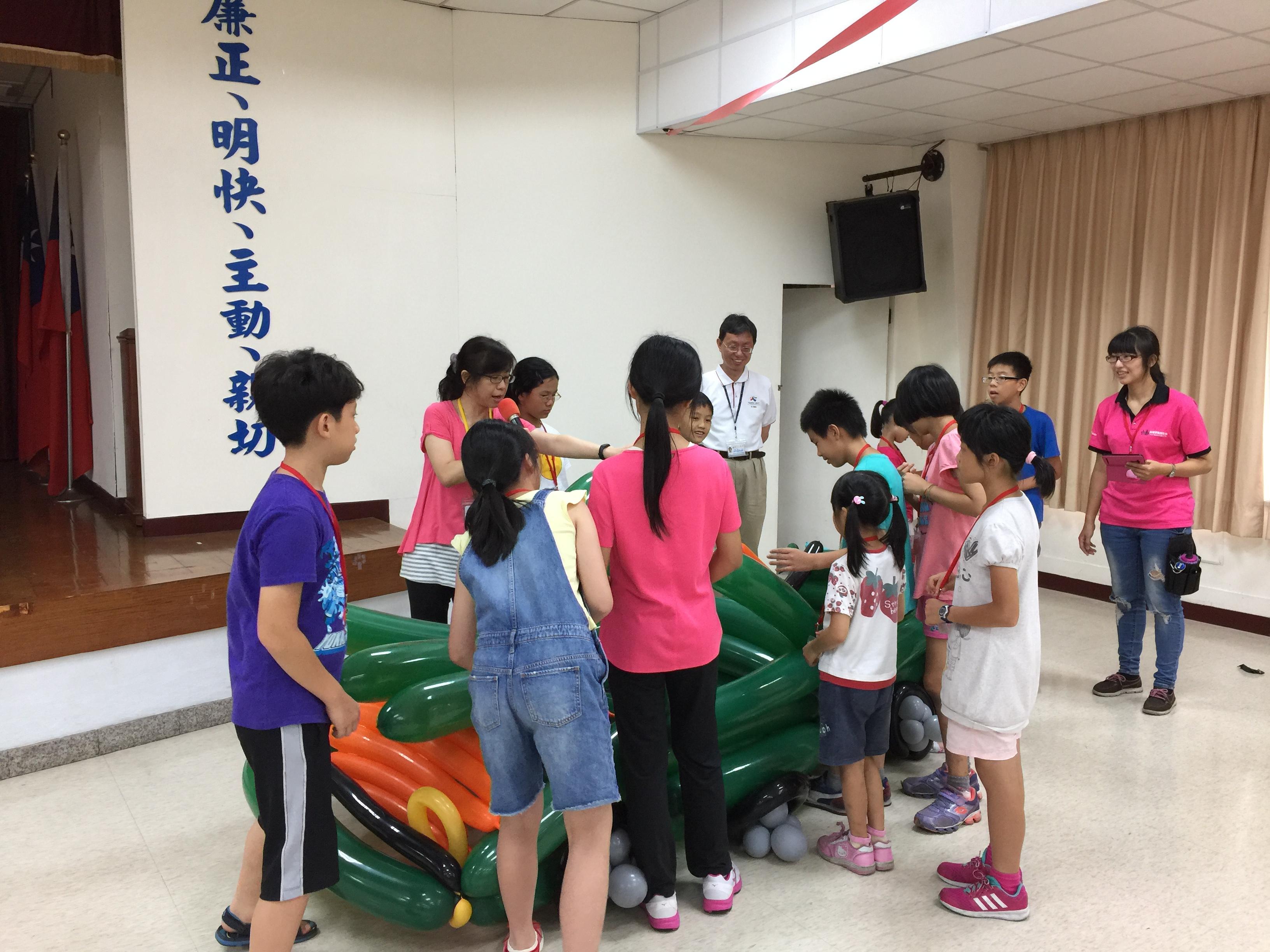 106Fun租稅Fun氣球活動照片26紅隊學員說明創作理念