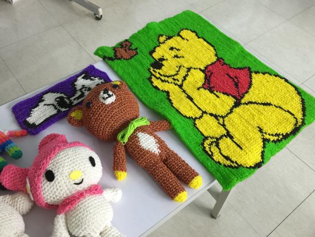 照片-講師介紹彩虹編織可以做成的作品,另開視窗