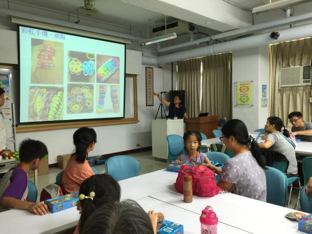 照片-學員們專心聽老師解說,另開視窗