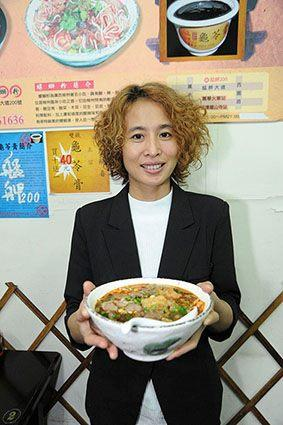 City mayor got to taste Snails rice noodles by New Immigrant