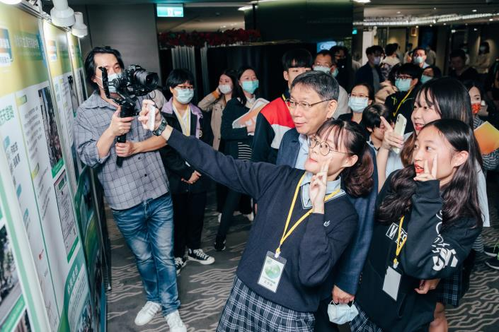學生與市長自拍