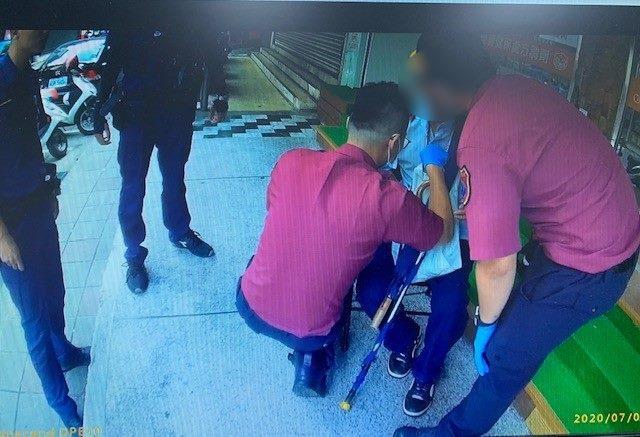 圖說2:救護人員初步檢查