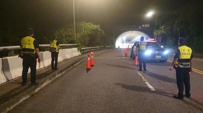 圖說1:員警於康樂隧道周邊執行酒測路檢