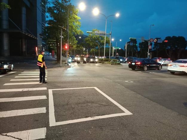 圖說3:員警現場交通疏導照