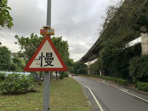 二次事故宣導標誌照片1.JPG