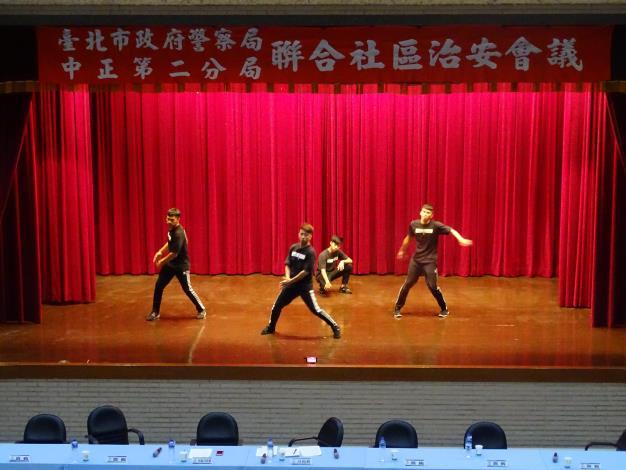反毒舞蹈表演.JPG[開啟新連結]