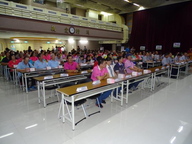 民眾依序入座參與會議.JPG[開啟新連結]
