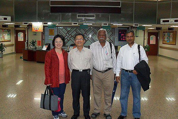 101.03.31-孟加拉人民健康中心創辦人Dr. Zafrullah 參訪中醫院區