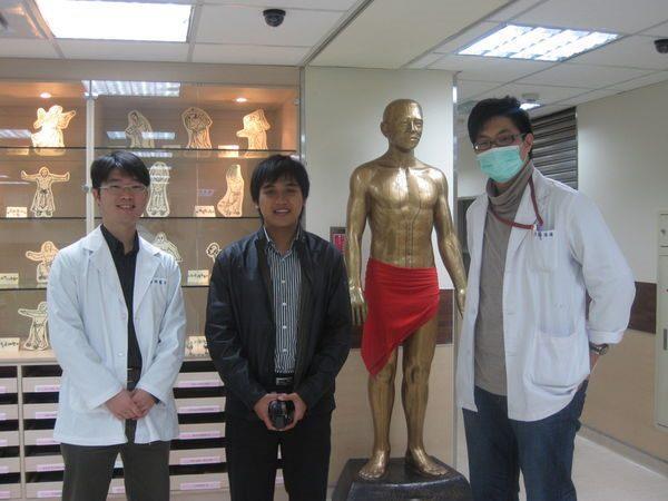 100.03.23-印尼Dr. Dwi Prayogo 參觀本院