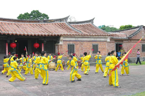 Lion Dancing Performance(Tong Hu Elementary School-4)
