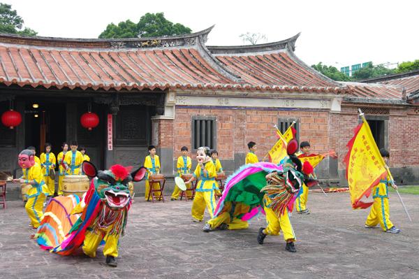 Lion Dancing Performance(Tong Hu Elementary School-2)