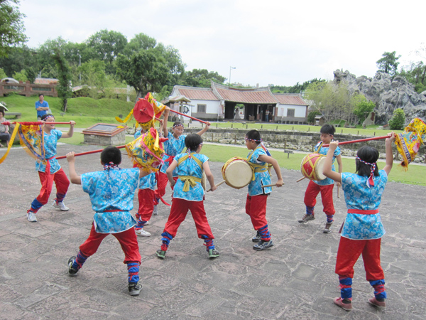 Jumping and Drumming Parade Formation(Gu Ting Elementary School)-1
