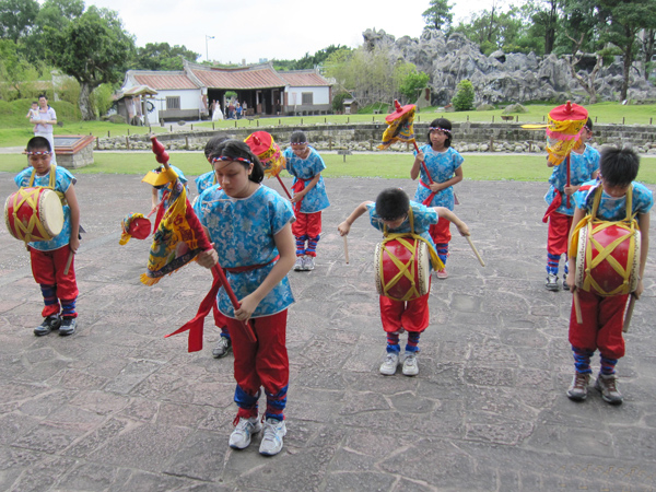 Jumping and Drumming Parade Formation(Gu Ting Elementary School)-3