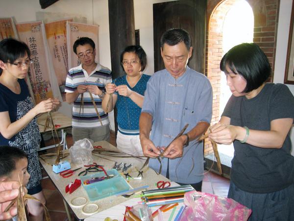 Teaching and Making Straw Art-3