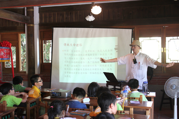 The teacher was teaching in the classroom.(7/20)
