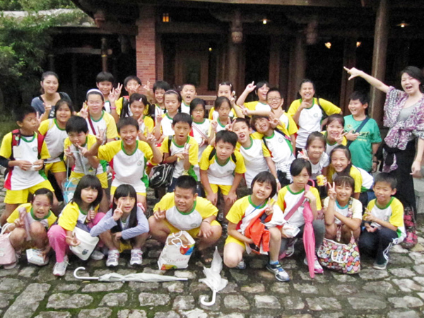 Students took a picture together.(9/20)