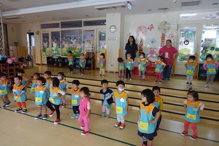 1071030-04大肌肉運動~練習跳運動會的舞03.JPG