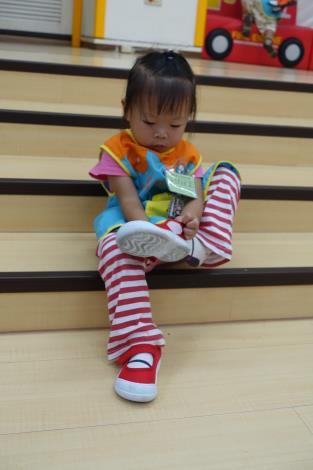 1070910-06生活自理~穿鞋02.JPG