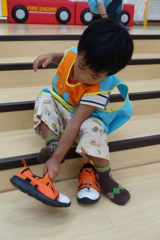 1070910-06生活自理~穿鞋06.JPG