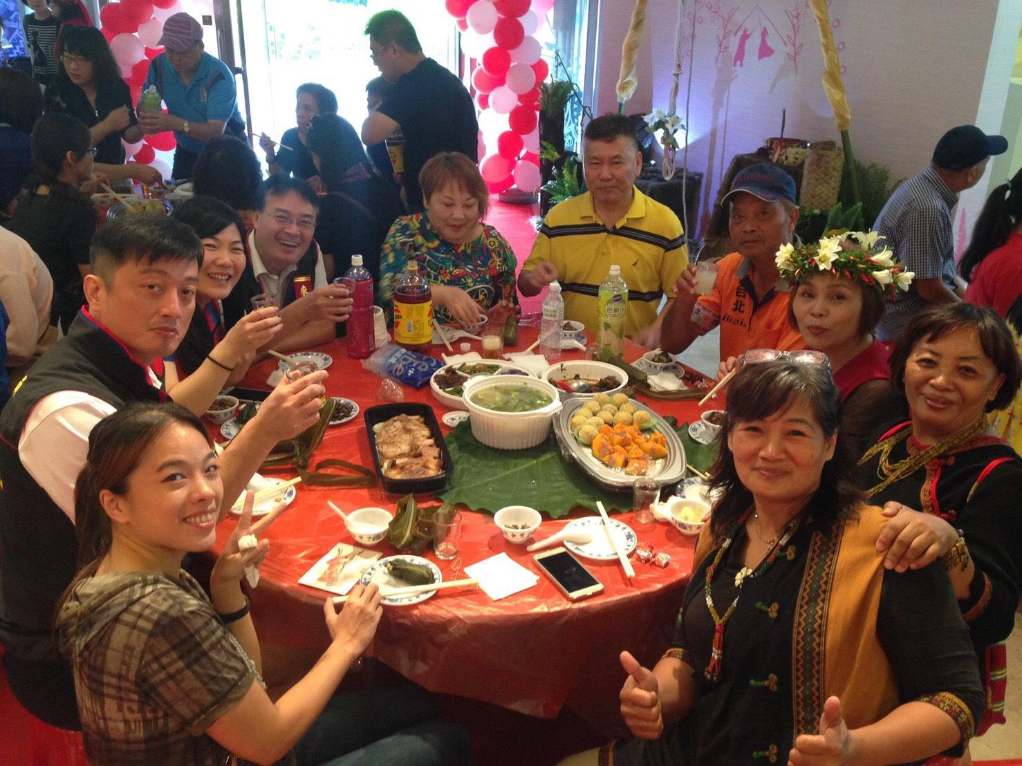 享受喜宴及排灣族傳統美食