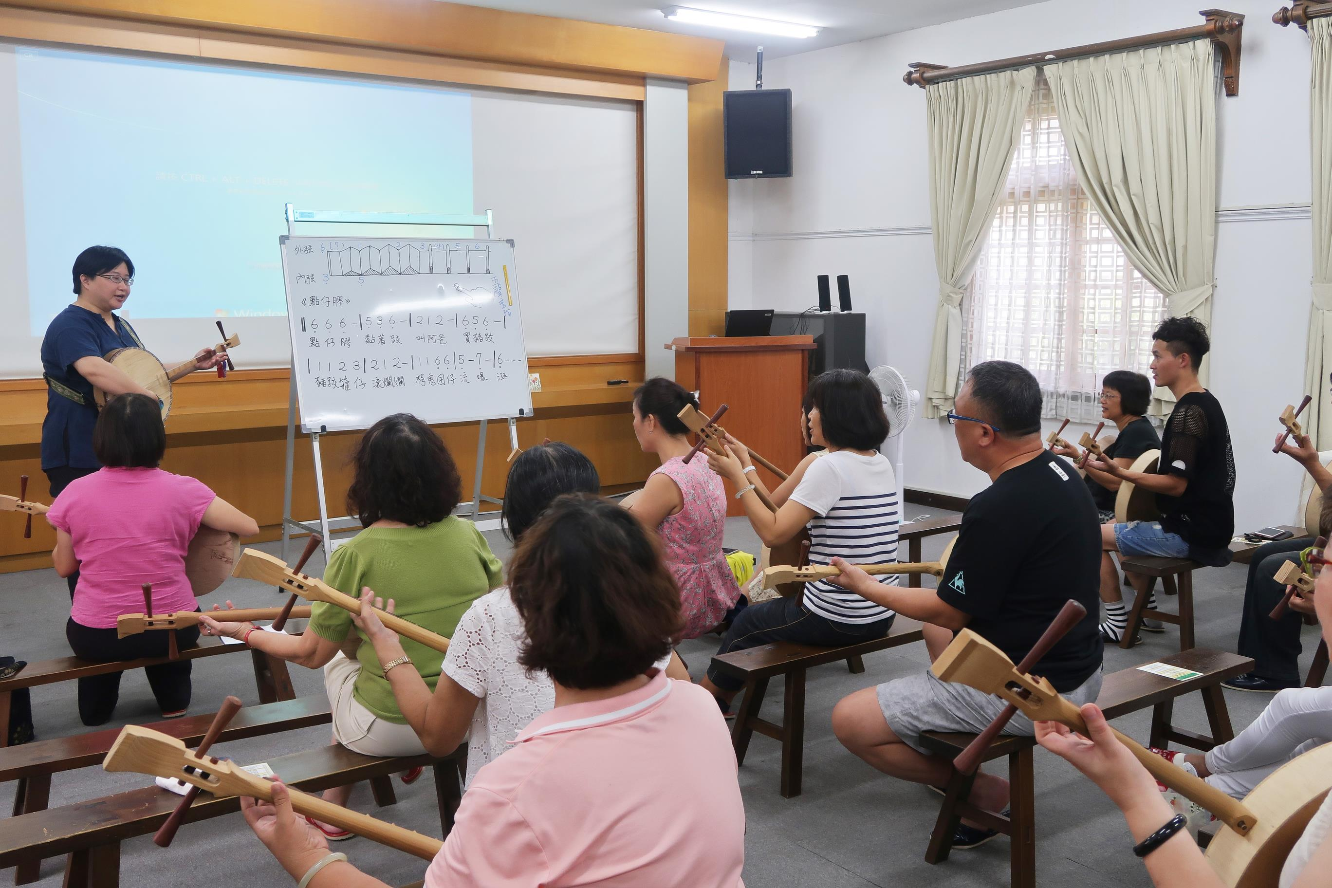 2017志工月琴體驗課程02